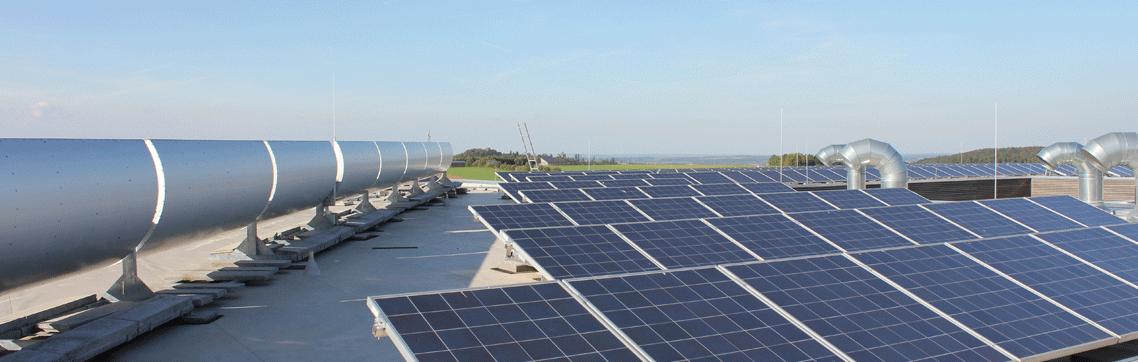 Dach Photovoltaik Anlage und Parabolrinnen
